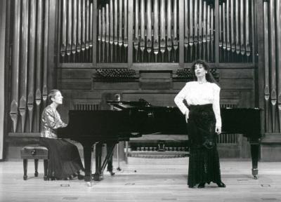 Juana Peñalver y Elena Muñoz Valdelomar. Recital de canto y piano