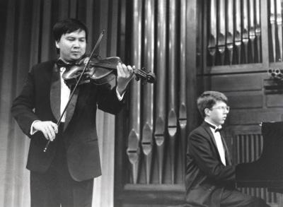 Thuan Do Minh y Graham Jackson. Concierto Alrededor de la viola