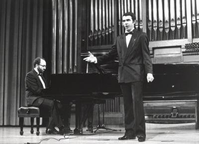 Kennedy Moretti y Simón Orfila. Recital de canto y piano