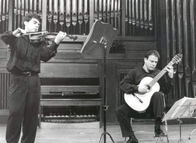 Víctor Correa-Cruz-Cruz y Hugo Geller. Concierto El violín contra las cuerdas