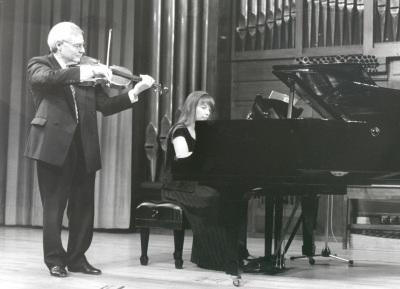 Emilio Mateu y Menchu Mendizábal. Concierto J. S. Bach en otros instrumentos