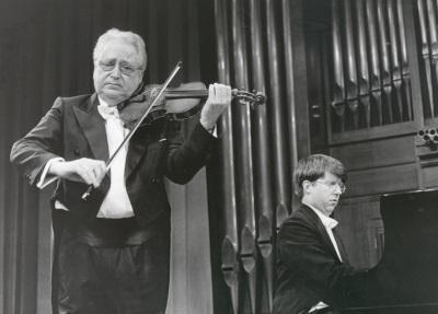 Agustín León Ara y Graham Jackson. Concierto Violín del este