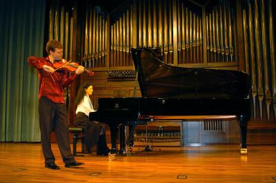 Felipe Rodríguez y Sara Marianovich. Concierto Segunda tribuna de jóvenes intérpretes: el violín