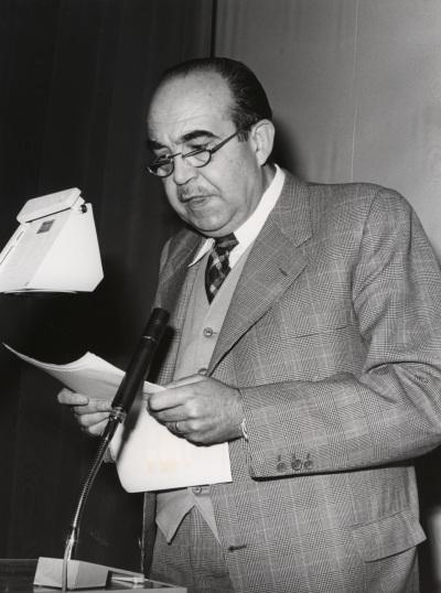Fernando Lázaro Carreter. Conferencia sobre Feijóo en el pensamiento político y social de la Ilustración dentro del ciclo Centenario de Feijóo