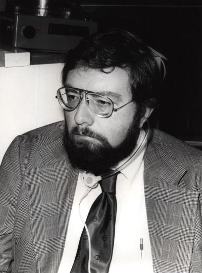 Kenneth Schaffner en el IX Simposio Interdisciplinar de Filosofía y Medicina