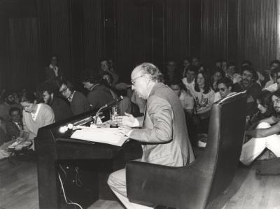 Antonio Ferraz Fayos Fayos. Conferencia sobre Aspectos filosóficos de la 'Teoría de la Relatividad' centro del ciclo en conmemoración del centenario de Albert Einstein