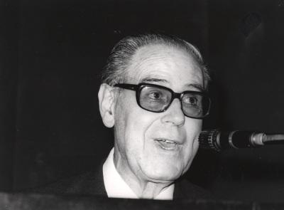 Alonso Zamora Vicente. Conferencia sobre Relaciones literarias hispanodentro del ciclo portuguesas dentro del ciclo IV Centenario de Luis de Camoens