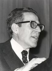 Antonio López Gómez. Conferencia sobre El desarrollo urbano (1860-1936) dentro del ciclo Madrid, Villa y Corte , 1982