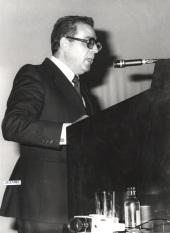 David Vázquez Martínez. Conferencia sobre Chemical messengers in the brain dentro del ciclo La nueva Neurobiología , 1983