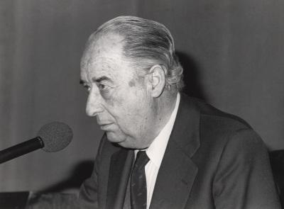 Francisco Ynduráin Muñoz en el ciclo El teatro de Cervantes : problemas y proposiciones