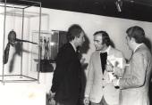 Eduardo Chillida y Santiago Amón. Exposición Giacometti: Colección de la Fundación Maeght, 1976