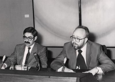 Juan Gutiérrez Cuadrado y José Luis Peset. Conferencia sobre La lengua a debate dentro del ciclo Pasado, presente y futuro de la Universidad Española