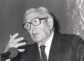 Joaquín Calvo Sotelo. Conferencia sobre Mihura: el hombre y su teatro dentro del ciclo El humor en el teatro español del siglo XX