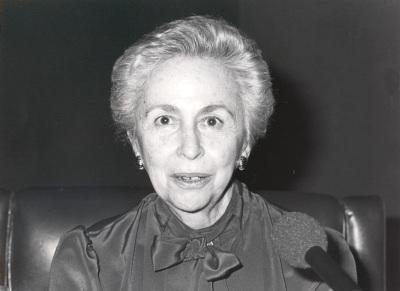 Soledad Salinas. Conferencia sobre Y español soy por la lengua divina (1892-1916) dentro del ciclo España en la poesía hispano-americana (1892-1975)