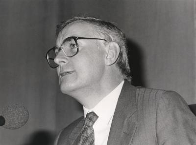 Víctor García de la Concha. Conferencia sobre La guerra literaria dentro del ciclo La modernidad poética en España (1888-1987)