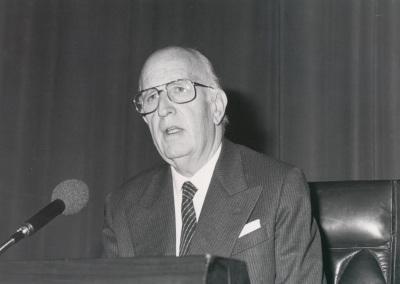 Antonio Fernández-Cid Con en la presentación del Catálogo de obras de Julio Gómez