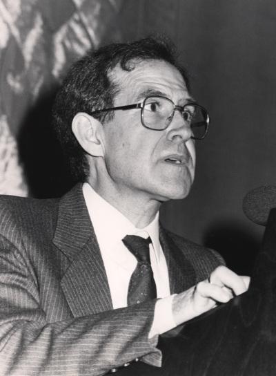 Antonio López Pina. Conferencia sobre La Ley Fundamental en perspectiva: objetivos y función dentro del ciclo La Ley Fundamental de Bonn en su 40 aniversario. Evolución y problemática