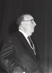 Baruj Benacerraf. Conferencia sobre Antigen processing and presentation. The biological role of MHC molecules in determinat selection - La nueva inmunología , 1988