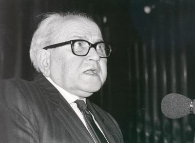 Federico Sopeña en la presentación de la biografía de Manuel de Falla