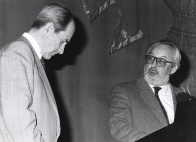 Juan Marichal y Antonio Gallego Gallego. Conferencia sobre Salinas y la universalización de la lírica española dentro del ciclo Memoria y vigencia de Pedro Salinas