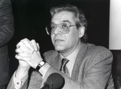 Guillermo Carnero. Conferencia sobre La práctica de la poesía pura en Jorge Guillén dentro del ciclo Cuatro lecciones sobre Jorge Guillén en su centenario
