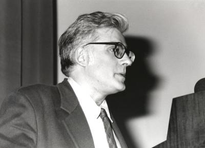 Ángel González García. Conferencia sobre El enigma del cuadrado negro. Conferencia inaugural de la Exposición Malevich