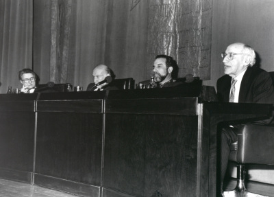 Carlos Cytrynowski, Adolfo Marsillach, Luciano García Lorenzo y Carlos Bousoño. Conferencia sobre Fuente Ovejuna en escena dentro del ciclo En torno a 'Fuente Ovejuna'