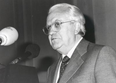 Gregorio Salvador en la presentación del libro La Lengua Española, hoy. Con motivo del 40 Aniversario de la Fundación Juan March.