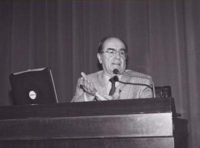 José María Luzón. Conferencia sobre Héroes y Señores en la Edad del Bronce dentro del ciclo Temas clásicos de Arqueología