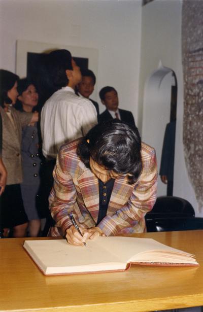Visita al Museo de Arte Abstracto Español de los Príncipes de Japón