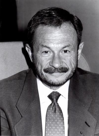 Adam Przeworski. Profesor de seminario. Curso 1997-98