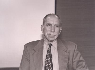 James Alt. Profesor de seminario. Curso 1999-2000