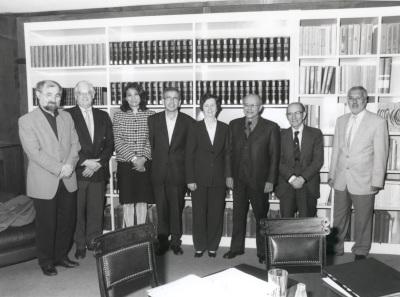 Erwin Neher, John E. Walker, Lucía Franco, Ginés Morata, Margarita Salas, Andrés González Álvarez, Cesar Milstein y Ramón Serrano. Reunión Jurado de Biología