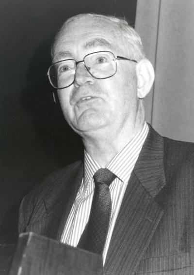 Anthony Atkinson. Profesor de seminario. Curso 2000-01