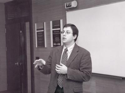 Robert Franzese. Profesor de seminario. Curso 2002-03