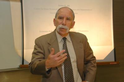James Alt. Profesor de seminario. Curso 2003-04