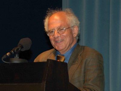 Steven Lukes. Entrega diplomas de Maestros y Doctores del CEACS