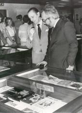 Antonio Buero Vallejo y Antonio Gallego Gallego en el acto homenaje a los donantes de la Biblioteca de Teatro, 1981
