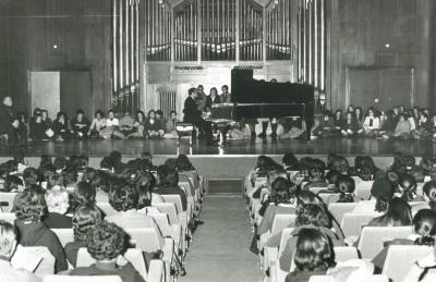 I Ciclo de música española del siglo XX. Coro de cámara de RTVE, director Pascual Ortega: Mezzosoprano: Ana Ricci