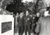 Juan Carlos de Borbón y Sofía de Borbón. Inauguración del Jardín Botánico (Madrid), con donación de una escultura de Carlos III por parte de la Fundación Juan March