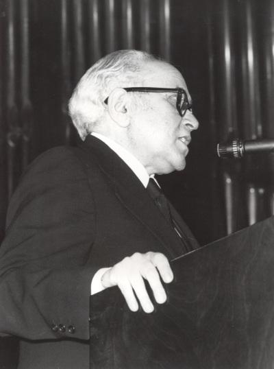 Federico Sopeña en la presentación del compositor en el Homenaje a Joaquín Rodrigo, en su ochenta aniversario