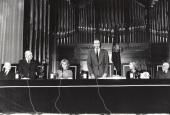 Enrique Tierno Galván, Federico Moreno-Torroba, Soledad Becerril, Juan Carlos de Borbón y Sofía de Borbón. Acto de entrega de los Premios de la Sociedad General de Autores Españoles, 1982