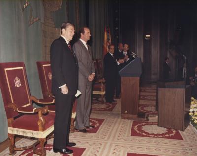 Ronald Reagan, Georges Shultz, Fernando Morán, Juan Carlos de Borbón y Claudio Boada. Conferencia de Ronald Reagan