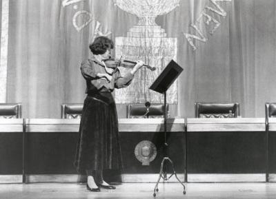 Christiane Edinger. Recital de violín en el Acto de entrega del Premio y beca Montaigne/94