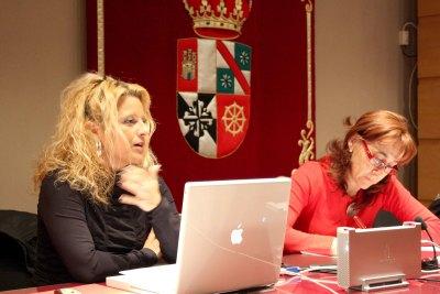 Elena Gómez en el curso Arte y Percepción.El escenario multimedia y sus conexiones con las disciplinas artísticas