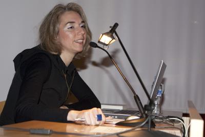 Bibiana Crespo Martín en el curso Formas artísticas y experiencias estéticas en los años 60 y 70: El libro de artista