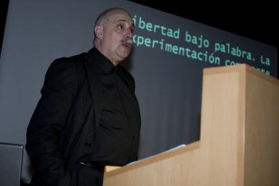 Javier Maderuelo en el curso Formas artísticas y experiencias estéticas en los años 60 y 70: El libro de artista