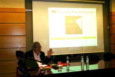 Juan Antonio Ramírez en el curso El Cómic:de producto a género artístico