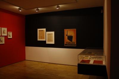 Vista parcial. Exposición Kurt Schwitters. Vanguardia y Publicidad