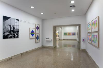 Vista parcial. Exposición max bill: obras de arte multiplicadas como originales (1938-1994)
